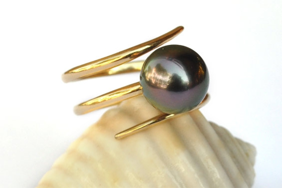 "Gold ring with Tahitian pearl ""Anita"""