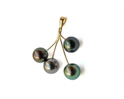 """Poehina"" Gold Pendant with Tahitian pearls"