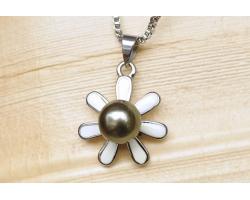 Perle de Tahiti sur pendentif fleur de Tiare
