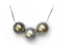 3 Tahitian black pearls necklace