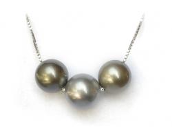 3  Tahitian black pearls necklace