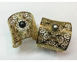 Cuff bracelet and Tahitian pearl