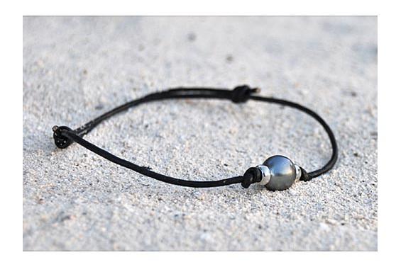 bracelet aviator avec une perle de tahiti. Black Bedroom Furniture Sets. Home Design Ideas