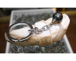 Porte clés et perle de Tahiti gravée