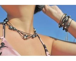 Sautoir de perles de Tahiti sur cuir